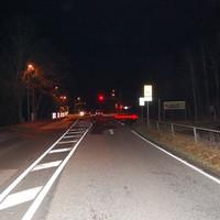 Anfahrt in Richtung Ortsausgang (Crivitz). Der Pfeil markiert die ungefähre Meßhöhe. Die Entfernung zum OA-Schild beträgt ungefähr 150 m.