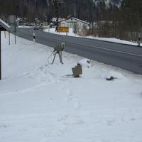 Spuren im Schnee.......... Na,wer hat denn da den Blitzer ausgepackt? Aha. Die ZKVS Oberland. Hier Richtung Murnau/A95.