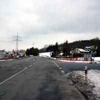 Anfahrtsansicht in Höhe der Kreuzung Kachletstraße. Nach der nächsten Baumreihe wird bereits gemessen.
