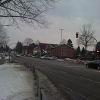 Anfahrtsrichtung aus Bad Schwartau kommend. Links gehts in die Warthestraße/Posener Str. - Rechts in die Memelstraße.