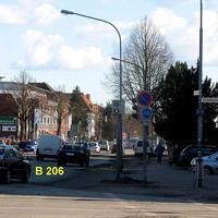 Auf der Fackenburger Allee von Bad Segeberg kommend der stationäre Rotlicht-Blitzer an der Ecke zur Schönböckener Strasse
