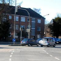 Von der Autobahn 1 kommend in Rtg. Bad Segeberg / Stockelsdorf bei Rot über diese Kreuzung fahren, gibt's ein FOTO !