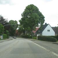 Anfahransicht auf der Ortsdurchgangsstrasse.