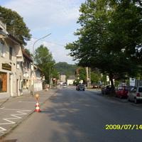 Anfahrt in Richtung Altstadt. Links liegt Moosbauerweg.