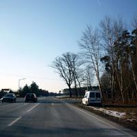 Unterhalb des Vorfahrtssschilds im Hintergrund folgt wieder das 80 km/h Limit.