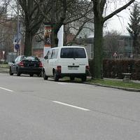Eso µp 80 mit rotem Blitz. Blitzt von der Karl Wüst Str. kommend in Richtung Innenstadt. Direkt am Tüv. Lichtschranke ist gut zu sehen. Die Kameraeinheit steht direkt hinter dem VW Bus (man kann sie auf dem Bild teilweise erkennen).