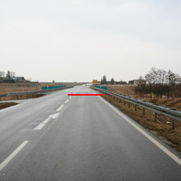 Anfahrtsansicht. Die rote Linie markiert in etwa die Messlinie.