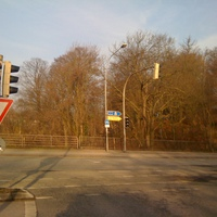 hier befinde ich mich an der Kreuzung Wallstrasse / Possehlstrasse. Ich biege links ab in die Possehlstrasse - Fahrtrichtung Berliner Platz