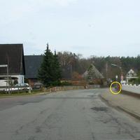 Anfahrtansicht von Ratekau kommend. Rechts ist die Digital-Zoom-Kamera zu sehen in der 30 Zone