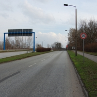 Anfahrtsansicht. Kurz hinter der Kreuzung mit dem Rotlichtblitzer (Ende der Umgehungsstraße) darf man auf der Ludwigsluster Chaussee 70 km/h fahren. Und wiederum kurz dahinter stand die Polizei.