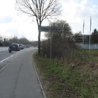 Hier im Gebüsch bei der Ausfahrt von der B 206 zur B 432 in Fahrtrichtung Möbel Kraft oder Scharbeutz / Kiel / Itzehoe wird der Oster-Rückreise-Verkehr abgefangen. Hier ist Temo 50 wegen der Ortsdurchfahrt der B 206. Die FE 2.X steht zwischen Gebüsch und Baumstamm sehr gut getarnt auch der Blitzer, heute ohne Wabenfilter.