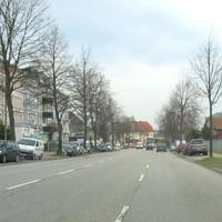 """Anfahrsbild Schwartauer Allee stadtauswärts hier Höhe Bushaltestelle """"Drögestrasse""""."""