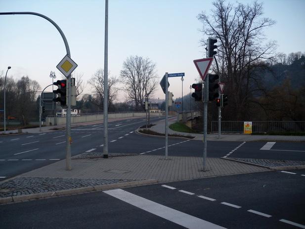 Normal_an_der_schlossmauer_04736_waldheim_