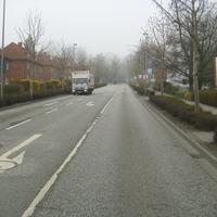 hier die Anfahrtsansicht. Schweriner Strasse Richtung Kreisverkehr. Wenn der LKW links abbiegen würde würde er zum Wonnemar fahren. Aus dieser Straße kam ich auch. Bürgermeister - Haupt - Str.