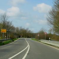 Anfahransicht Ortsende von Westerau in Fahrtrichtung Retwisch / Bad Oldesloe auf der B 208 !