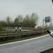 Blick in Gegenrichtung: Kamera und Blitz für Heckfoto durch das Verkehrszeichen sehr gut versteckt!