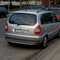Opel-Zafira mit PSS im Heckfenster