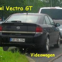 """Schwarzer Vectra GT mit starker Maschine. Auf dem Parkplatz !        Mit Kennzeichen vom Kreis Storman """" OD """" zur Tarnung. Dieses Kennzeichen gilt von der Stadtgrenze Lübeck bis zur Stadtgrenze Hamburg. In diesem Bereich ist der Wagen aktiv.!!!"""