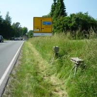 Ri Zwickau - Messwagen rechts hinter dem Busch blauer Opel nicht zu sehen- ab 62 mit FOTO