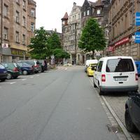 Im Hintergrund die Einfahrt zur 10er Zone Gostenhofer Hauptstraße