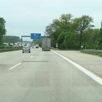 Anfahrt auf die Messstelle auf der BAB 10 in Fahrtrichtung Potsdam. An dieser Stelle gelten für Pkw maximal 120 km/h.