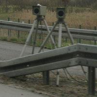 Zwei der verwendeten digitalen Kameras des Einseitensensors 3.0 der Firma eso mit unterschiedlicher Ausrichtung auf die Fahrspuren.