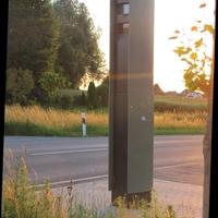Bei Tempo 70 nach einer rechts Kurve steht die Große Säule alleinstehend nicht zu übersehen, dennoch nen Bild dazu.