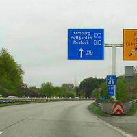 Ab hier darf nun wieder bis 100 Km/h auf der A 226 und auf der rechts abbiegenden B 75 und B 104 bis 80 Km/h gefahren werden.