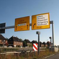 Hier nochmal die Aufnahmegeräte für die rechte Abbiegespur von Lübeck in Rtg. HL-Kücknitz-Waldhusen ...