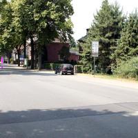Radarmessung an der Hammer Straße durch mobilen Blitzwagen. Es ist ein dunkelblauer Astra Kombi. Achtung! Das Fahrzeug ist mit einem Duo-Blitz-System ausgestattet und überwacht zeitgleich beide Fahrtrichtungen. Motorradfahrer sollen auch damit erfassbar sein.
