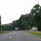 Links und rechts sind Einfahrt / Kreuzung. Querender Verkehr möglich, dieser hat ausreichend Sicht auf sich nähernde (gemessene) Fahrzeuge.