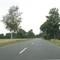"""Anfahrt von Schwarmstedt kommend, Fahrtrichtung Nienburg. Hier wird die Geschwindigkeit auf 70km/h reduziert. Kontrolle zu Beginn der Kurve. """"Strafzettel"""" werden ab +11km/h zugestellt. Ist selbst wenn man weiß wo er steht nicht rechtzeitig zu erkennen."""