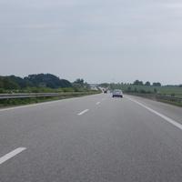 Anfahrt auf die A20-Brücke bei Gnemern in Fahrtrichtung Rostock aus Lübeck kommend. Die Abstandskontrolle findet in Höhe der ersten Brücke hinter der Raststätte Fuchsberg statt.