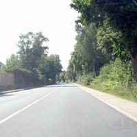 Anfahrt aus Heeren in Richtung Kamen auf den gut im Grünen versteckten und stets scharfen Starenkasten.  Bild 1 von 5 (Serie aus dem Auto aufgenommen)