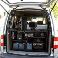 Der überarbeitete Koferraum des silbernen Caddys enthält nun ein digitales Multanova.