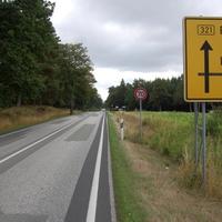 Anfahrtsansicht in Rtg. Parchim, die Messstelle ist Höhe Bushaltestelle.