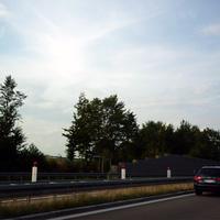 Das Messfahrzeug stand, unsichtbar für den gemessenen Verkehr, hinter der neuen Schutzwand.