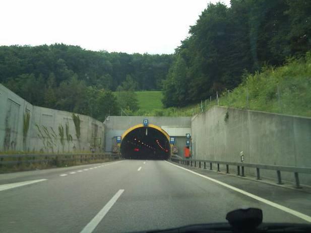 Normal_50007_-_tunneleingang1