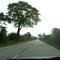 """Anfahransicht: Die gerade Strecke verführt natürlich zum Schnellfahren , aber die """"Abzocker"""" lauern schon am Wegesrand ..."""