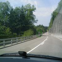 .. gut versteckt im Grünen - die Anlage misst beidseits. die Aufnahme zeigt das Gerät Fahrtrichtung Teufen - St. Gallen