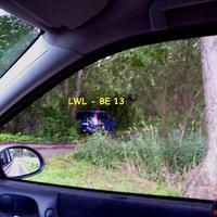 Der blaue Messbus mit Kennzeichen LWL-BE 13 steht in einem Seitenweg im Grünen getarnt und war nur aus Rtg. Schwerin zu sehen