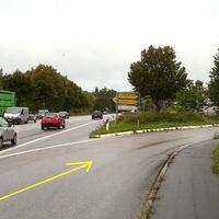 Hier rechts ab geht's nach Scharbeutz auf der B 432 sowie zu Möbel-Kraft ...