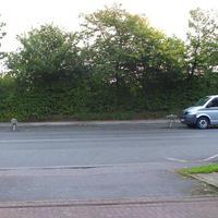 """Der """"VW-Bus-Blitzer"""" steht bei der Auffahrt zum Hochhaus Fregattenstrasse 32 und blitzt in Rtg. zur Ziegelstrasse..."""