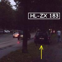 Es war noch sehr dunkel, aber trotzdem entdeckt, zwischen Rad-und Fußweg steht der Astra und blitzt aus dem Heckfenster...