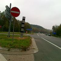 Direkt am Autobahnzubringer A45 - Lüdenscheid Nord. Variable Geschwindigkeitsmessung von Vorne und Hinten