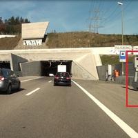 Steht vor dem Portal Islisbergtunnel Richtung Zürich