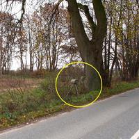 """Blick aus Rtg. Herrenburg kommend, beim gelben Pfeil steht der VW-Messbus des Kreises NWM. Eingekreist das """"Blitzgeschirr""""..."""