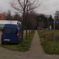 und hier der Videomesswagen mit Leivtec an Bord Barkenkamp / Ecke Harmsdorfer Weg der sonst auch immer auf der Brücke in Rothenhusen steht.dort allerdings nur mit dem Leivtec auf Stativ hinterm Brückenpfeiler -  der blaue Fiat RZ-RZ 244