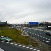 Der Streifenwagen aus dem ersten Bild legte sich als Abfangjäger direkt in der Einfahrt Bayreuth-Nord auf die Lauer!