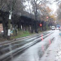 ...die Blitzeinheit und die Lichtschranke waren für den ankommenden Verkehr komplett unsichtbar, daher und auch durch die Beschaffenheit der Messstelle (2 Fahrbahnen), regnete es nur so von Blitzen.